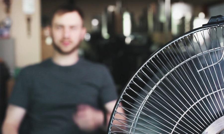 Πόσο χρήσιμος είναι ένας ανεμιστήρας όταν ζεσταίνεσαι υπερβολικά;