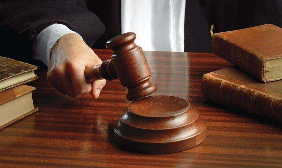 Βίαιη προσαγωγή μαρτύρων και αναβολή στη δίκη για τη «Συμμορία»