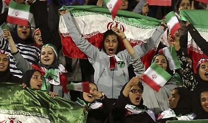 Οριστική η ιστορική επιστροφή των Ιρανών γυναικών στα γήπεδα