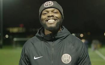 Έκανε 8 χρόνια φυλακή, έφτιαξε ποδοσφαιρική ομάδα, βοηθάει παιδιά και συνεργάζεται με τη Ρόμα! (vid)