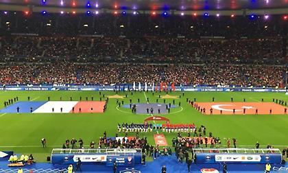Τούρκοι επιλέγουν να χειροκροτήσουν στον ύμνο της Γαλλίας (video)