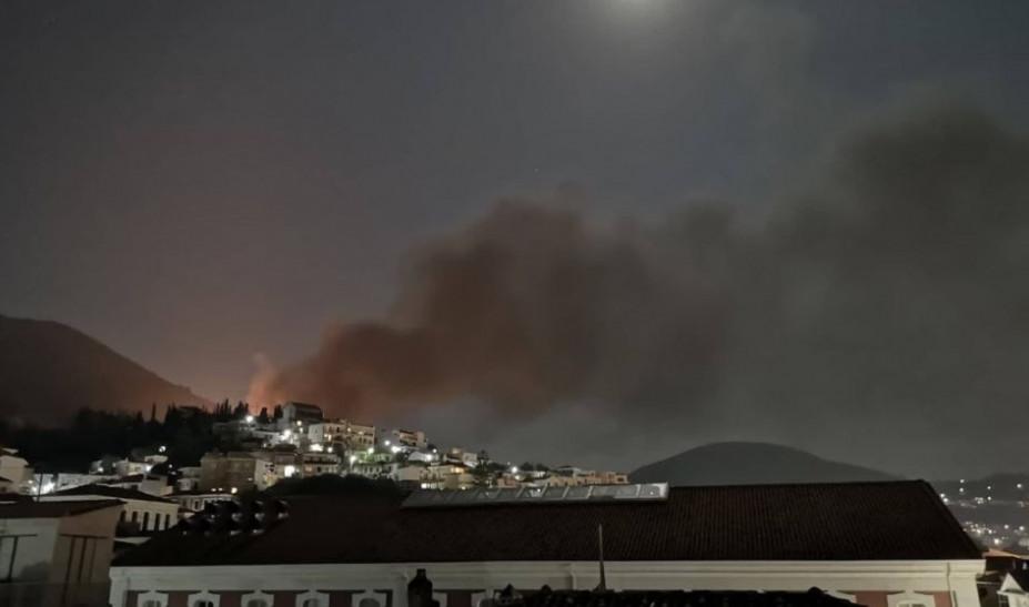 Σάμος: Πυρκαγιά στο Κέντρο Υποδοχής και Ταυτοποίησης. Συγκρούσεις Αφγανών με Σύρους