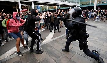 Βαρκελώνη: Νέες συγκρούσεις αστυνομίας και διαδηλωτών