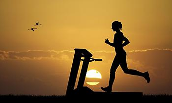 Τρέξιμο στο διάδρομο ή στο δρόμο για μέγιστο αποτέλεσμα στο αδυνάτισμα;