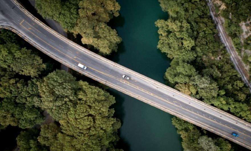Κλείνει για 8 μήνες η γέφυρα του Πηνειού στα Τέμπη