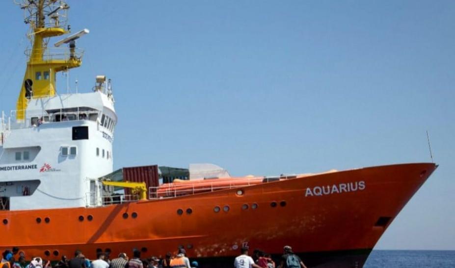Ασφαλές λιμάνι αναζητά η οργάνωση SOS Mediterranee για να αποβιβάσει 104 μετανάστες