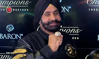 Οι Ράπτορς έδωσαν δαχτυλίδι πρωταθλητή σε Drake και Ναβ Μπατία (pics)