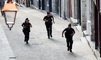 Γαλλία: Αστυνομική επιχείρηση σε πόλη της Βαρ, άνδρας οχυρωμένο σε μουσείο