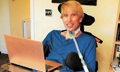 Ετοιμοθάνατος Βρετανός επιστήμονας μετατρέπει τον εαυτό του σε «cyborg»