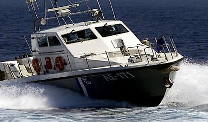 Τι απαντά το λιμενικό για πυροβολισμούς εναντίον σκάφους μεταναστών