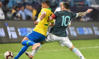Τιάγκο Σίλβα: «Ο Μέσι προσπαθεί να επηρεάσει τους διαιτητές»