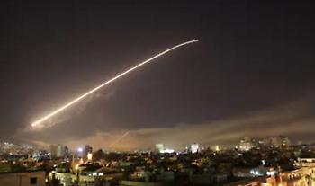 Το Ισραήλ αναχαίτισε τέσσερις πυραύλους και «απάντησε» με βομβαρδισμό στη Δαμασκό