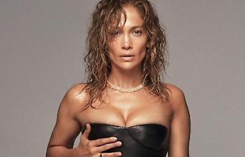 H «καυτή» πενηντάρα Jennifer Lopez σε μία απολαυστική φωτογράφιση