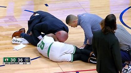 Χτύπησε στον αυχένα και αποχώρησε με φορείο ο Γουόκερ! (video)