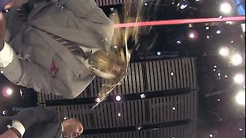Έπος: Ο Μπάρκλεϊ έριξε αυγό στο κεφάλι του Σακίλ (video)