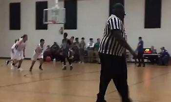 Αυτό είναι το μπάσκετ: Παιδί με αυτισμό σκοράρει σε αγώνα και πανηγυρίζει όλο το γήπεδο!