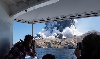 Ν. Ζηλανδία: Φόβοι για 13 νεκρούς από την έκρηξη του ηφαιστείου – Ο απολογισμός