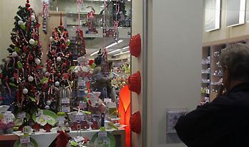 Ξεκίνησε το εορταστικό ωράριο: Οι Κυριακές που θα λειτουργούν τα καταστήματα