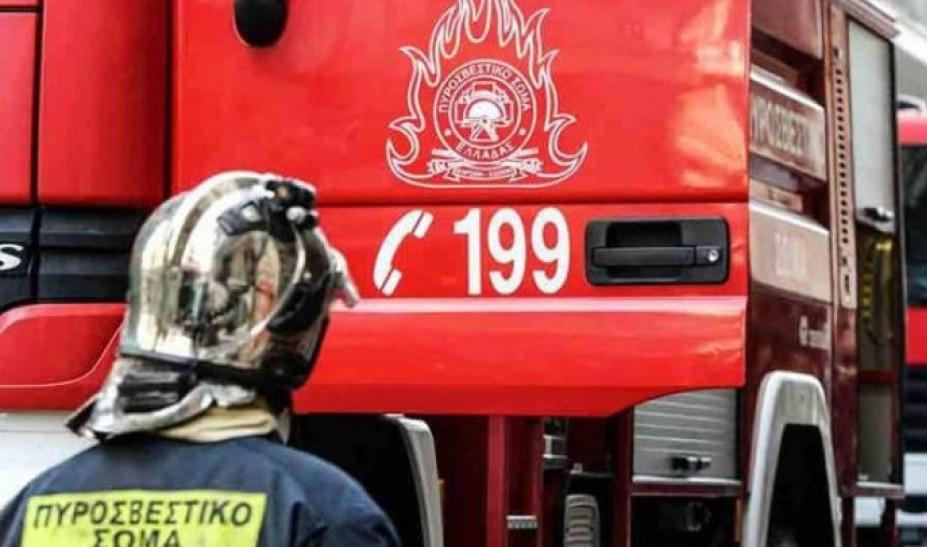 Μεγάλη φωτιά σε μονοκατοικία στην Κέρκυρα - Γυναίκα πήδηξε από το μπαλκόνι με το παιδί της (vid)