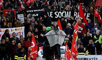 Γαλλία: Συνεχίζεται για 10η ημέρα η απεργία για το συνταξιοδοτικό