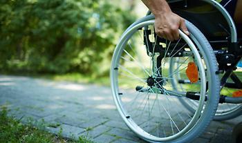 Τι αλλάζει στα ΚΕΠ για την καλύτερη εξυπηρέτηση των ατόμων με αναπηρία