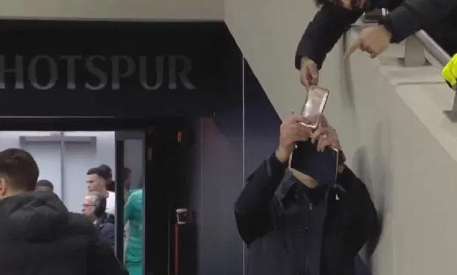 Αν δείτε τον Μουρίνιο, μην του ζητήσετε να τραβήξει selfie (video)