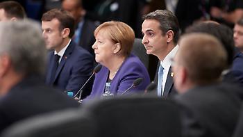 Δυσαρέσκεια Μητσοτάκη σε Μέρκελ για τη μη συμμετοχή της Αθήνας στη Διάσκεψη του Βερολίνου