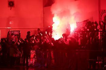 Προσωρινή διακοπή στο Δάφνη Δαφνίου-Ολυμπιακός Β' λόγω καπνογόνων (pics)