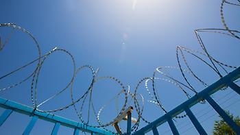 Κρατούμενος απέδρασε και έστειλε στην φυλακή καρτ ποστάλ από την Ταϊλάνδη