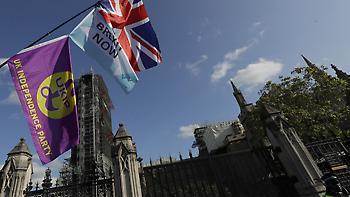 Απέρριψαν οι Βρετανοί βουλευτές τις τροπολογίες των Λόρδων στο νομοσχέδιο του Brexit
