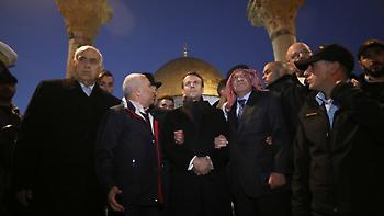 «Περάστε έξω»: Ο πρόεδρος Μακρόν βάζει τις φωνές σε Ισραηλινούς στρατιώτες (video)