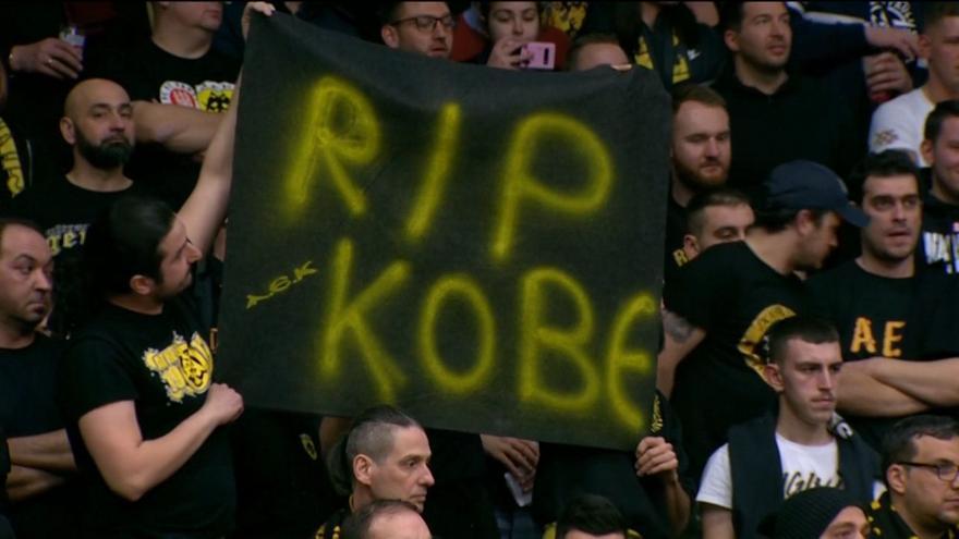 Τίμησαν τη μνήμη του Κόμπι οι οπαδοί ΑΕΚ και Ράστα Φέχτα (video)