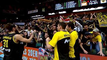 Η αποθέωση των παικτών της ΑΕΚ από τους οπαδούς τους στη Γερμανία (video)