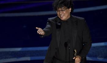 Στη ταινία «Παράσιτα» το Όσκαρ Καλύτερης ταινίας - Βραβεία σε Χόακιν Φίνιξ και Ζελβέργκερ