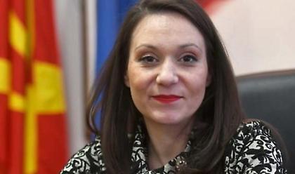 Αποπέμφθηκε η υπουργός της Β. Μακεδονίας που επανέφερε πινακίδα με το προηγούμενο όνομα