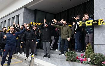 Οπαδοί της ΑΕΚ «ντόπαραν» την ομάδα στο ξενοδοχείο εν όψει τελικού (video)