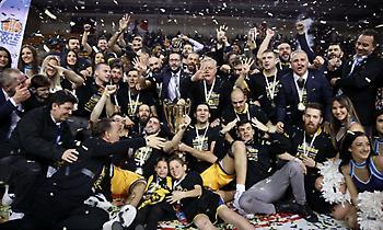 Οι πανηγυρισμοί της ΑΕΚ και η απονομή του Κυπέλλου (vids)