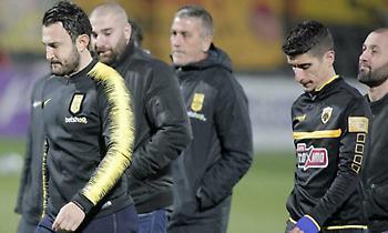 Ακόμα θυμούνται τη χειρονομία: Έντονη γιούχα σε Μάνταλο από όλο το γήπεδο (pics)