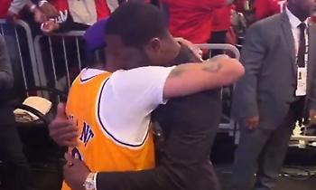 Η συγκινητική αγκαλιά του Ουέιντ με τον Άιβερσον μετά την αφιέρωση στον Κόμπι (video)