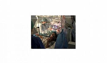 Βρετανία: Ασθενής έπαιζε βιολί την ώρα που τη χειρουργούσαν στον εγκέφαλο (Βίντεο)