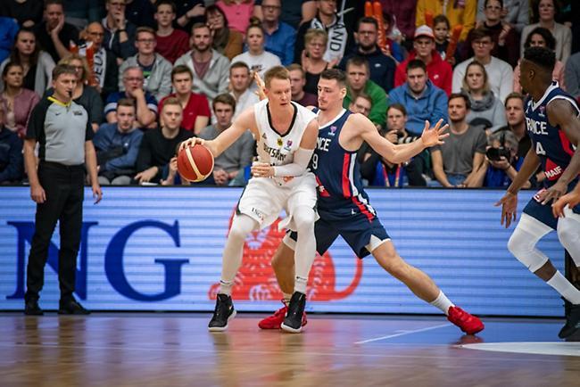 Έκπληξη από Ολλανδία, νικήτρια στο ντέρμπι η Γερμανία, συντριβή για Λιθουανία