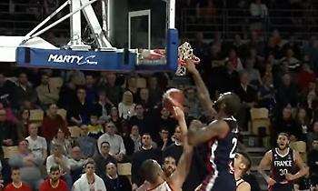 Φοβερό κάρφωμα από Εμπαγέ στο Top 5 των προκριματικών του Ευρωμπάσκετ (video)