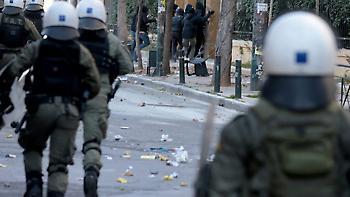 Κυβέρνηση κατά Κουμουνδούρου για ΑΣΟΕΕ: Πολιτική κάλυψη ΣΥΡΙΖΑ στους τραμπούκους