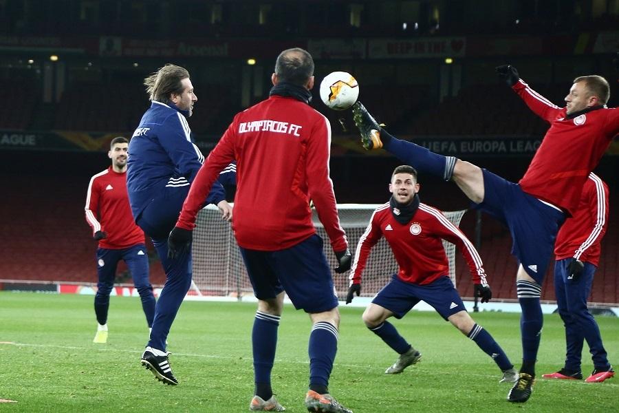Έπαιξε και ο Μαρτίνς μπάλα στην προπόνηση του Ολυμπιακού στο Emirates (pics)
