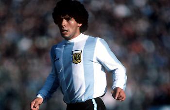 Σαν σήμερα ξεκίνησε ο «θρύλος» του Μαραντόνα με την Αργεντινή