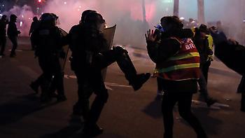 Ταραχές στο Παρίσι: Διαδηλωτές έβαλαν φωτιές - 23 συλλήψεις από τις αρχές