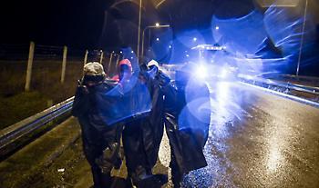 Συναγερμός στον Έβρο: Ένταση και ολονύχτια μάχη των ελληνικών αρχών στα σύνορα (video)