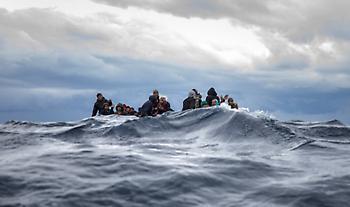 Βάρκα με 27 Αφρικανούς έπλεε ακυβέρνητη στη Βόρεια Λέσβο