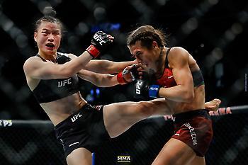 Απίστευτος αγώνας γυναικών στο UFC (video)