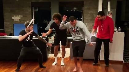 Το απόλυτο χορευτικό «Μένουμε σπίτι» από τον Ουάρντα! (video)